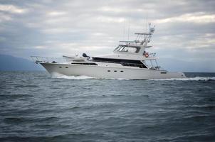 yacht en mer horizontal