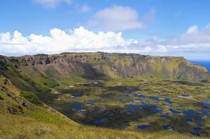 cratère de rano kau - île de pâques photo