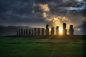 aube sur isla de pascua. Rapa Nui. île de Pâques photo