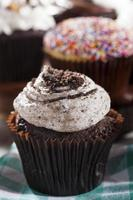 assortiment de cupcakes gourmets fantaisie avec glaçage photo