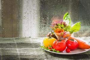 tomate et mélange de légumes