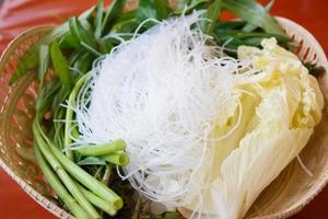 vermicelles de riz aux légumes pour bioled photo