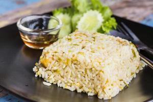 bouchent le riz cuit mélangé