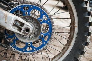 Close up fragment de roue de vélo de motocross sport
