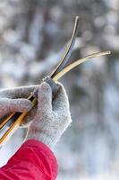 ski de fond aux mains des femmes photo