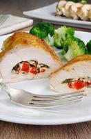 poitrine de poulet ricotta farcie, tomate et épinards