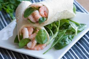 enveloppement à la mayonnaise de crevettes et citron vert photo