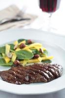 steak de boeuf avec salade