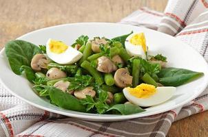 salade de champignons aux haricots verts et oeufs