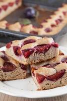 gâteau aux courgettes à l'épeautre et aux prunes photo