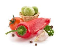 poivron rouge isolé sur blanc photo