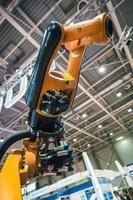 bras de robot industriel photo