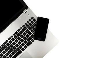 téléphone intelligent sur ordinateur portable photo