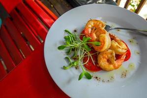 crevettes à l'ail grillées photo
