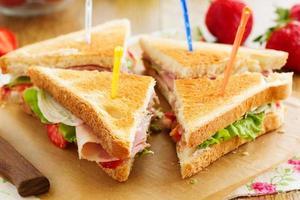 sandwich à la dinde diététique et fraise.