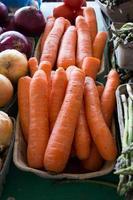 carottes au marché de producteurs photo
