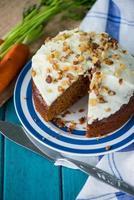 gâteau aux carottes traditionnel fait maison et carottes fraîches