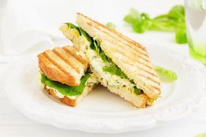 sandwich à la salade aux œufs. cuisine américaine.