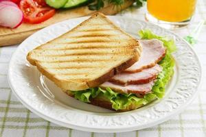 sandwich au rotbifom de légumes ...