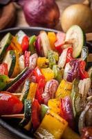brochettes de légumes. photo