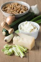 ingrédients pour pâtes avec sauce à la courgette photo