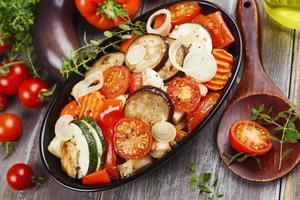 poulet cuit au four avec des légumes