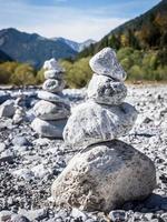 empiler des roches photo