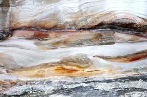 roche naturelle dans la grotte photo