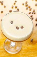 cocktail coloré sur la table photo