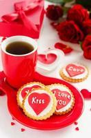 biscuits festifs avec coeurs et roses pour la Saint-Valentin. photo
