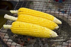 légumes de maïs grillé maïs grillé photo