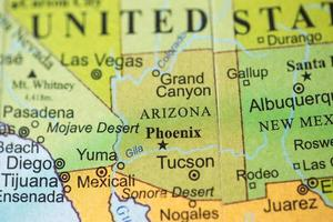 vue de la carte sur un globe géographique. photo