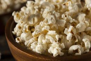 pop-corn beurré sain avec du sel photo