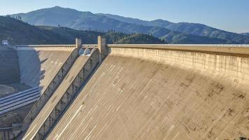 barrage de shasta - californie photo