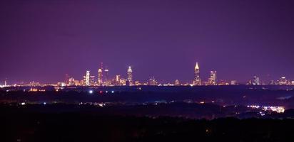 photo de paysage nocturne du centre-ville d'atlanta