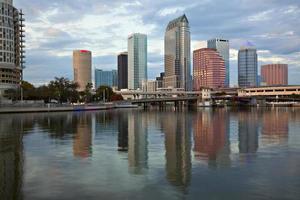 Tampa du centre-ville et réflexions photo