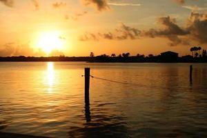 lever du soleil de la baie photo