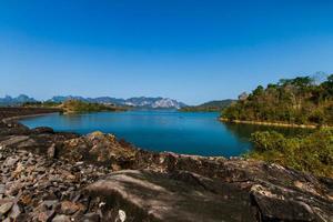 barrage de ratchaprapa surat province de thani, thaïlande photo