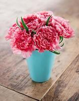 bouquet de fleurs oeillets roses photo