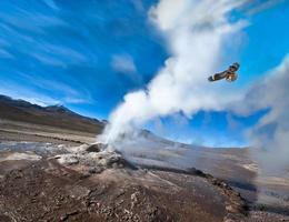 Chili. vallée des geysers dans le désert d'Atacama photo