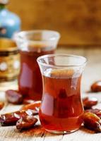 deux tasses de thé noir photo