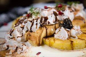 dessert - crêpe à l'ananas photo