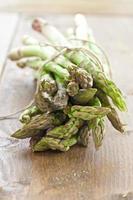 asperges fraîches en paquet photo