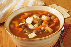 soupe au bœuf et aux légumes photo