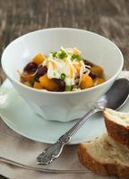 chili aux haricots noirs et légumes d'automne photo