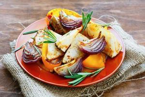 poivrons grillés, oignons et céleri