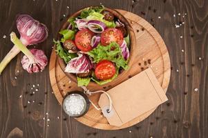 salade de légumes dans un bol
