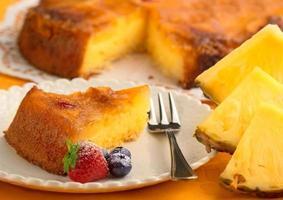 morceau de gâteau à l'ananas photo