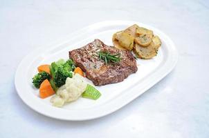 steak grillé aux légumes