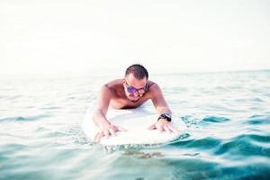 surf, surf, plage. surfeur attraper une vague photo